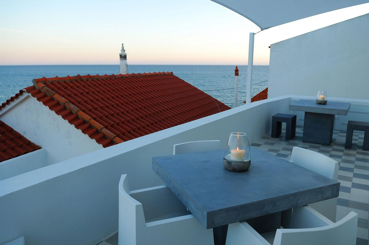 Lusco Fusco Concepts, Studio Arte Architecture & Design, Casa Joia, частный дом в городе Силвиш, терраса на крыше дома, дома в Португалии
