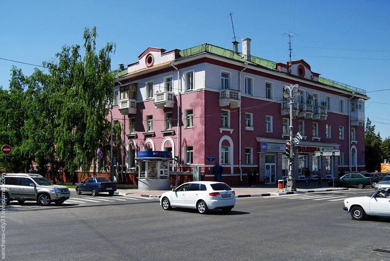 первый послевоенный трехэтажный дом в Белгороде, фото Sanchess, 2013