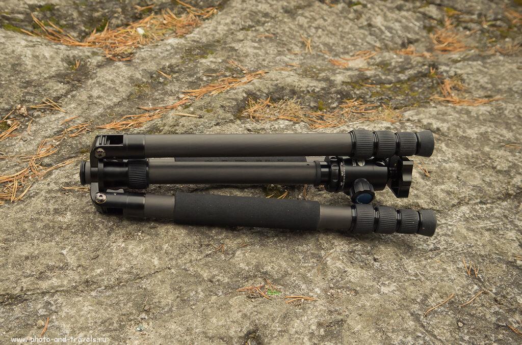 Фотография 4. Штатив Sirui T-2204X имеет реверсивную конструкцию, т.е. ноги складываются в обратном направлении, скрывая голову. Это позволяет уменьшить габариты устройства в сложенном состоянии.
