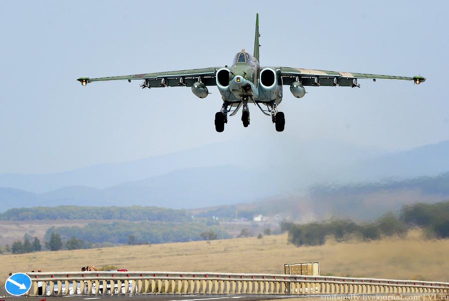 Военная авиация на автодорогах страны