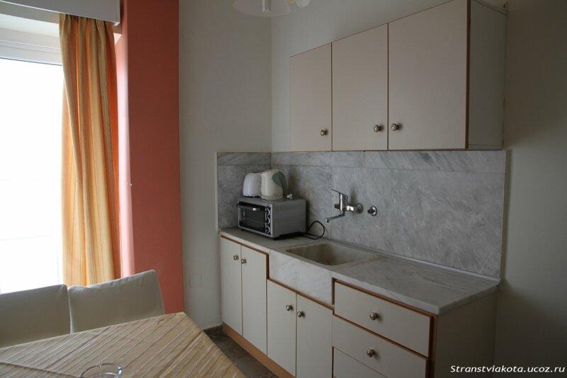 Кухня в 2-х спальном апартаменте в Viaros Hotel