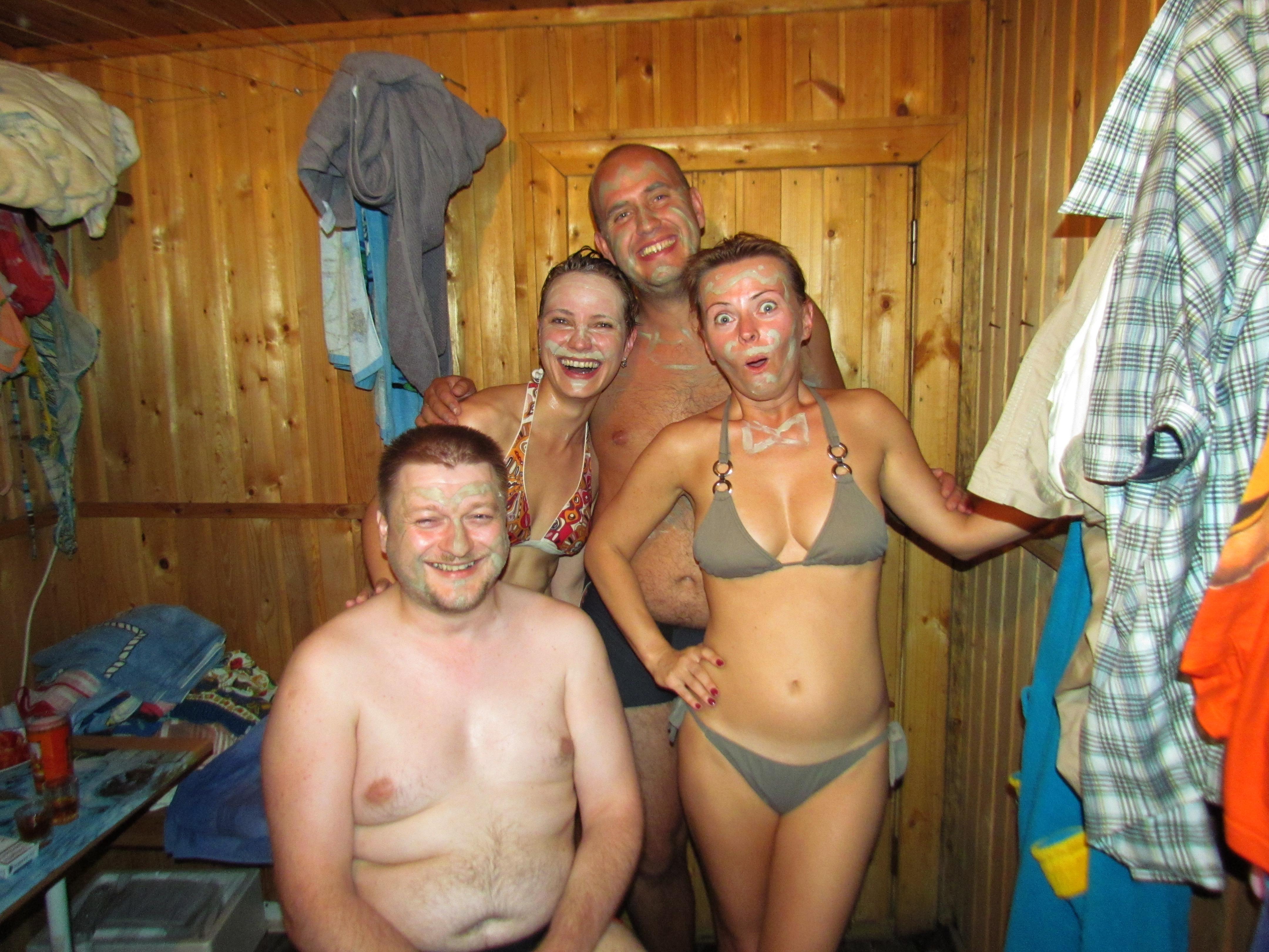 С друзьями и женой в бане 9 фотография
