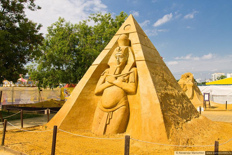 """Песчаная скульптура """"Звёздные врата"""" в Коломенском"""