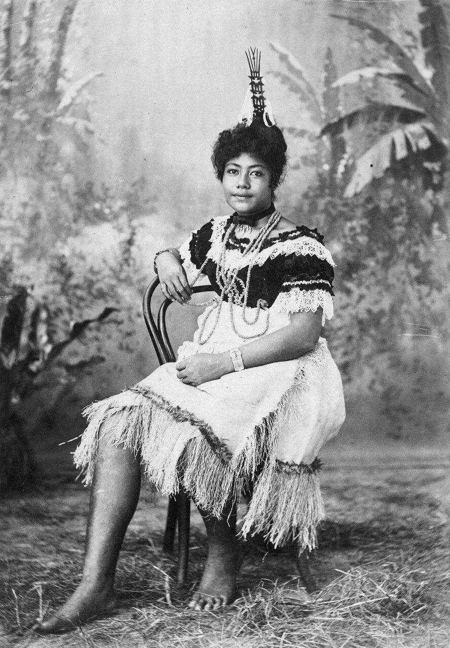 Фа-ле-нефу, молодая самоанская женщина. 1880-1900 гг.