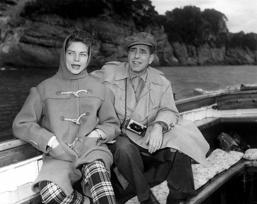 1954. Хамфри Богарт и Лорен Бэколл отдыхают на море в Италии во время съемок Босоногой графини