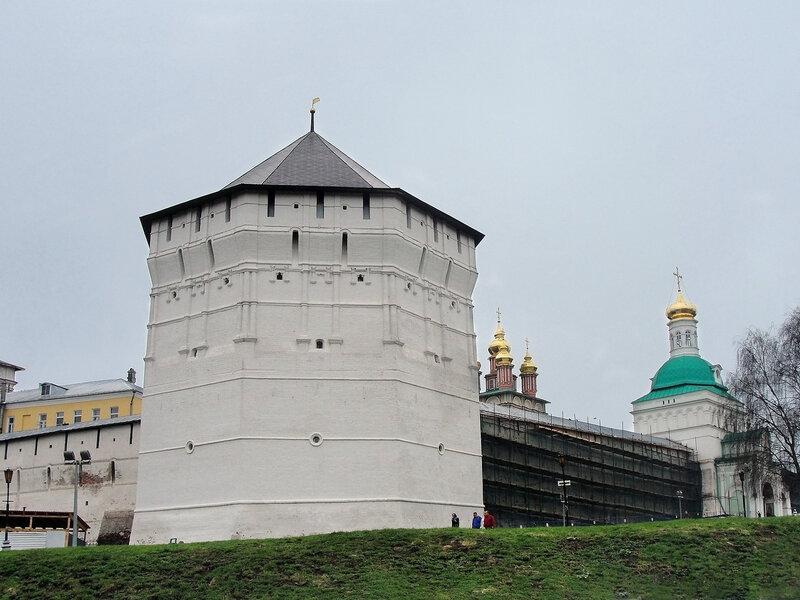 Пятницкая башня Троице-Сергиевой Лавры.jpg
