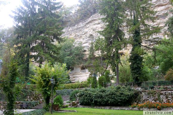 Монастырь Аладжа в скале в Болгарии