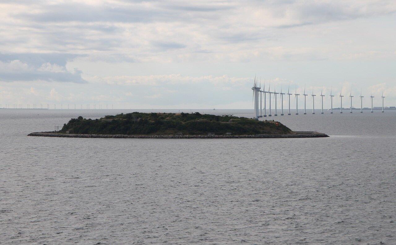 the Strait of Oresund, Öresund, the sea fortress of Middelgrundsfortet, Middelgrundsfortet sea fort