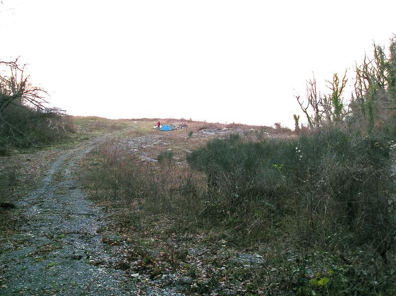 Фото 14а. Бивак на поляне над морем, вид сверху