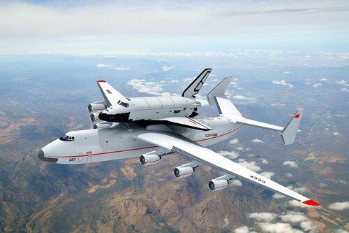 Ан-225 «Мрия» перевозит «Буран»