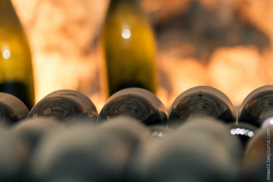 Сосет и пьет шампанское 6 фотография