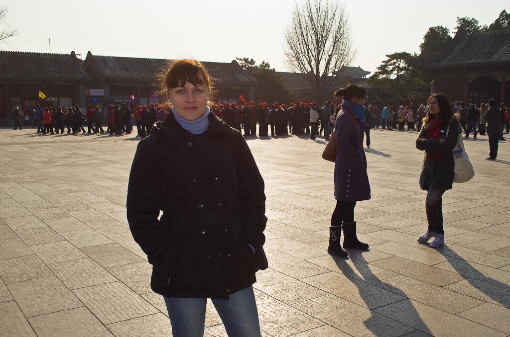 Фото. Достопримечательности Пекина. Тучи китайских туристов не позволят вам потерять вход в Летний императорский дворец