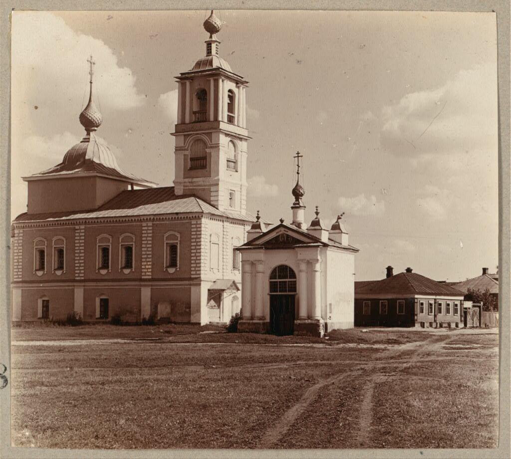 Часовня на месте врат бывшего Воскресенского монастыря