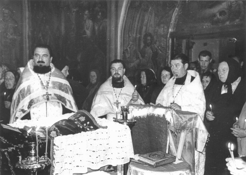 Отпевание о. Владимира Ткачева в Знаменском храме с. Красное (1978 г.)