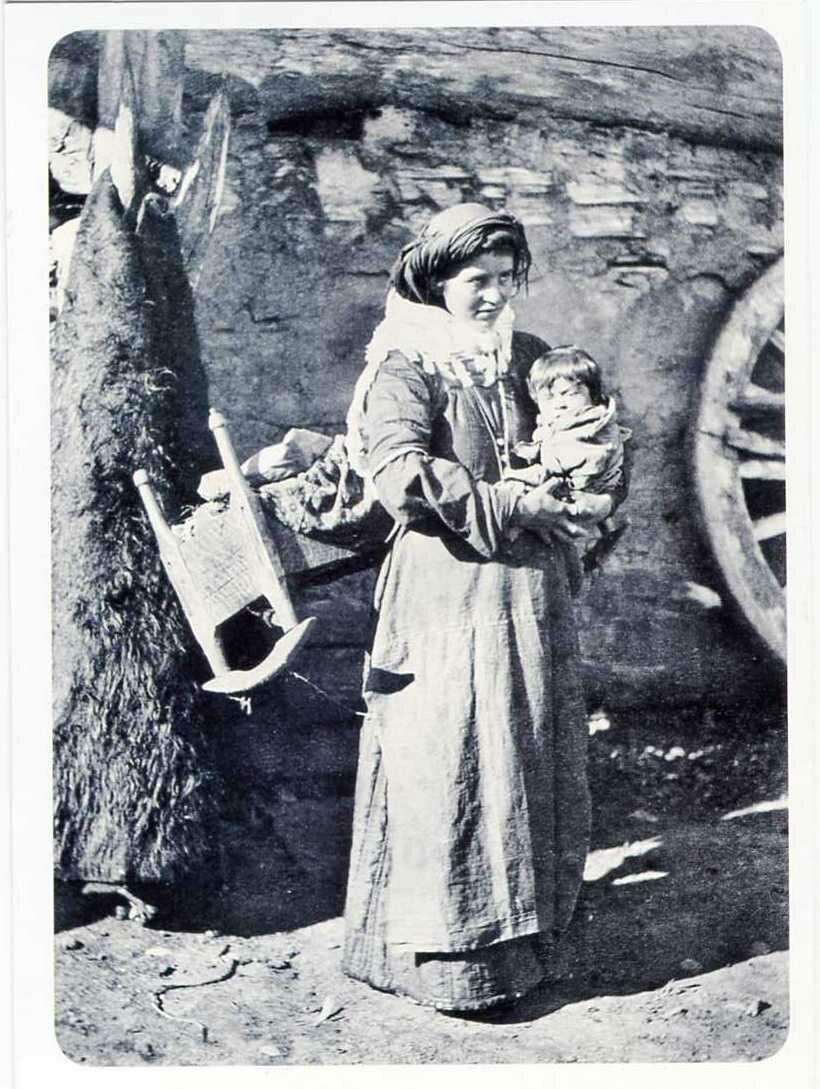 Карачаевка с ребенком. Сентинский аул.