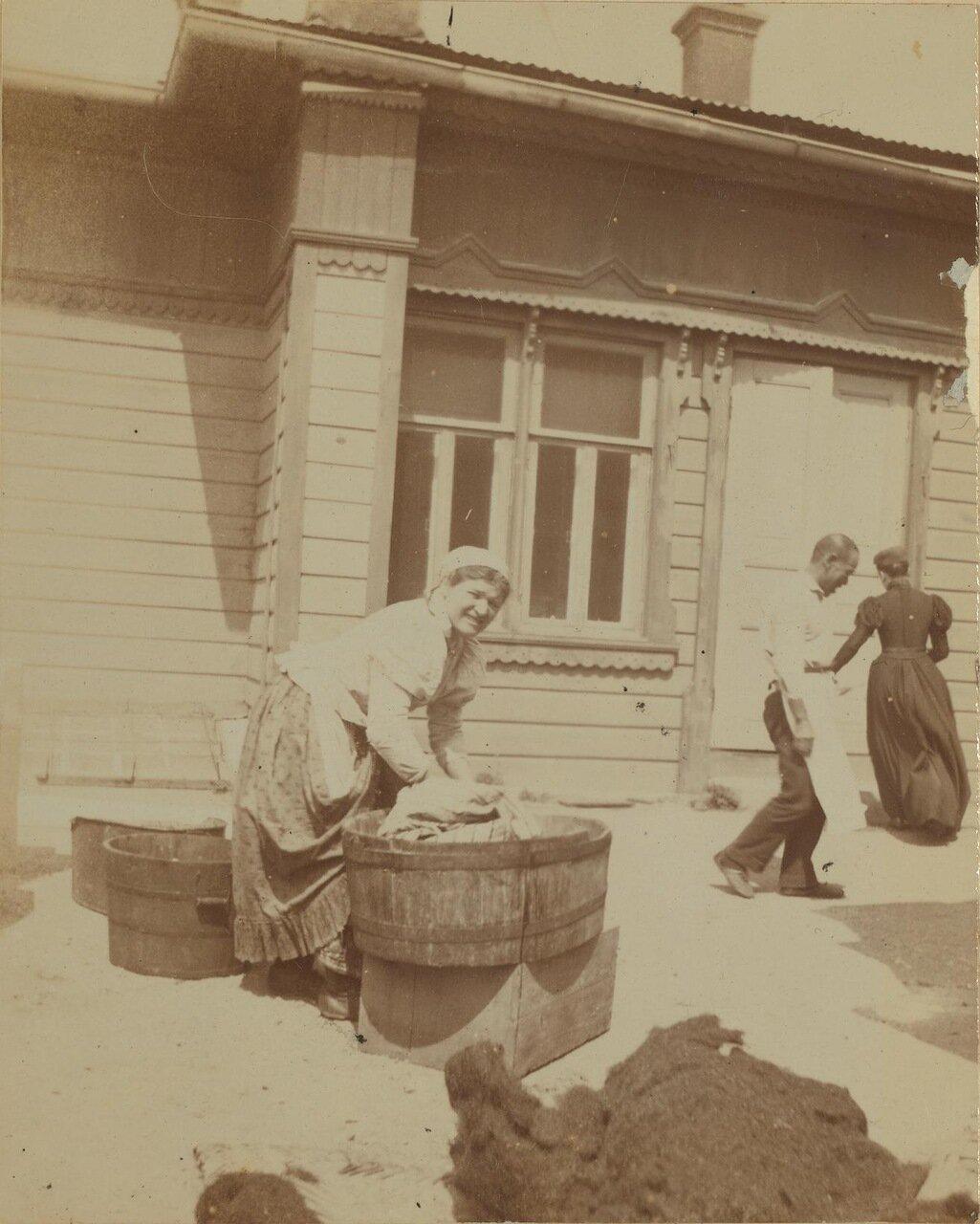Василиска, русская горничная. Дом Смита, Владивосток,1899