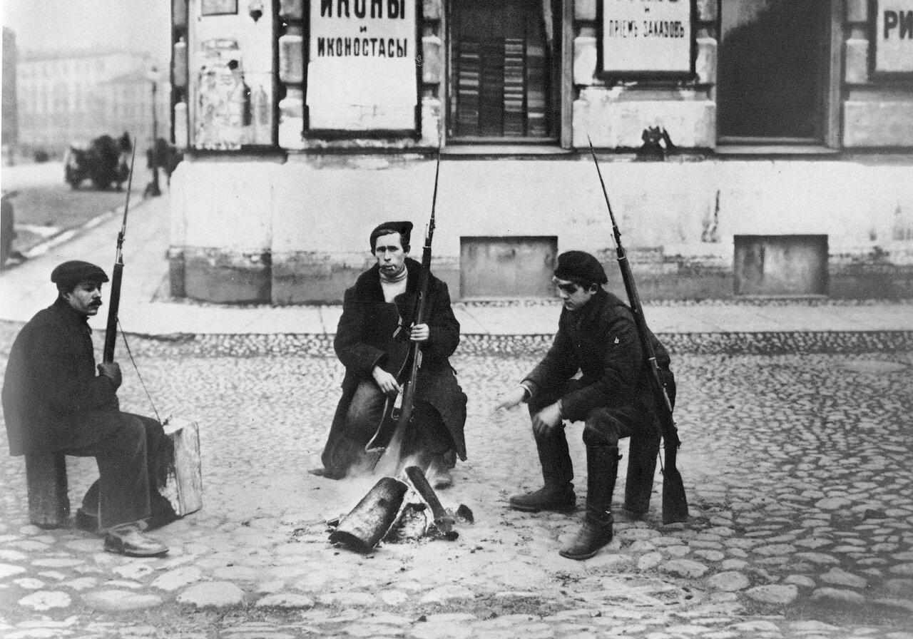 Красноармейский патруль. Петроград. 1917 год