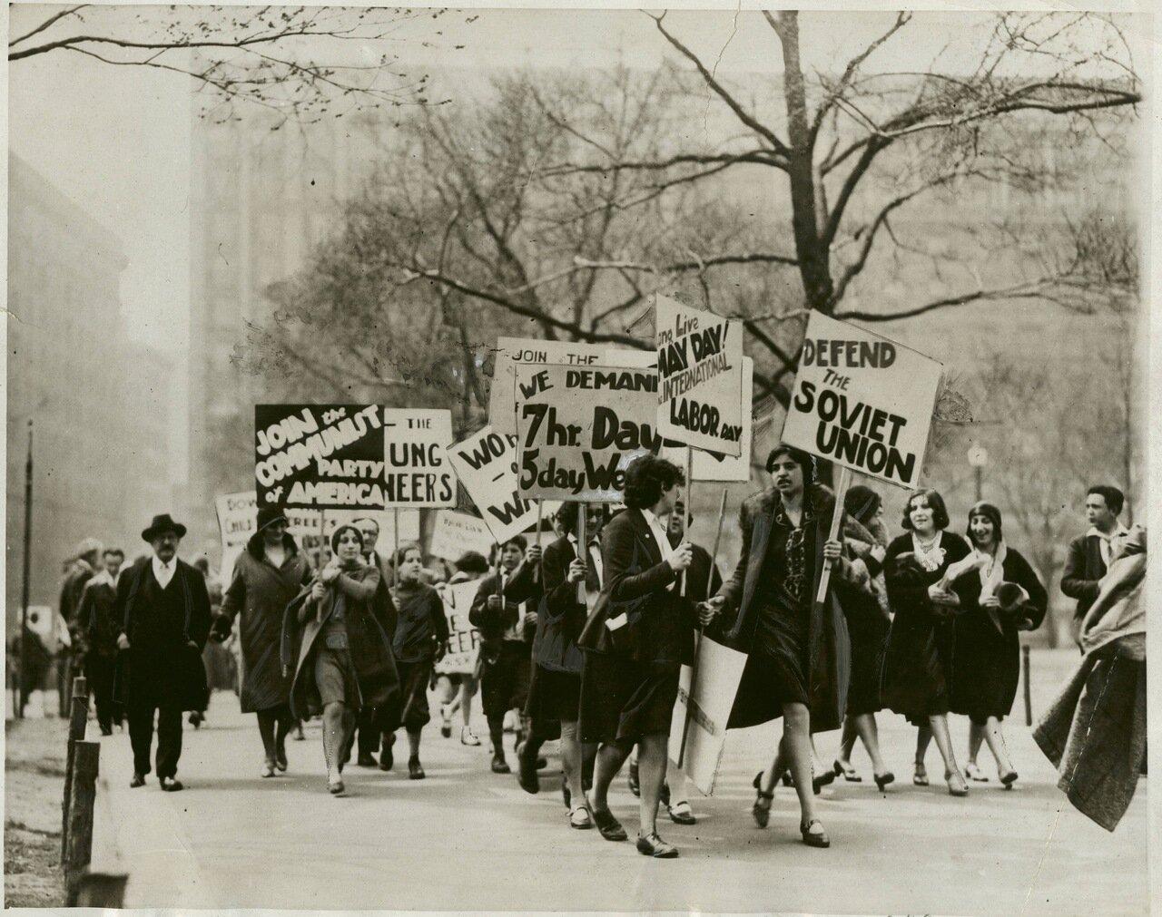 1930. Бостон. Женская коммунистическая демонстрация.