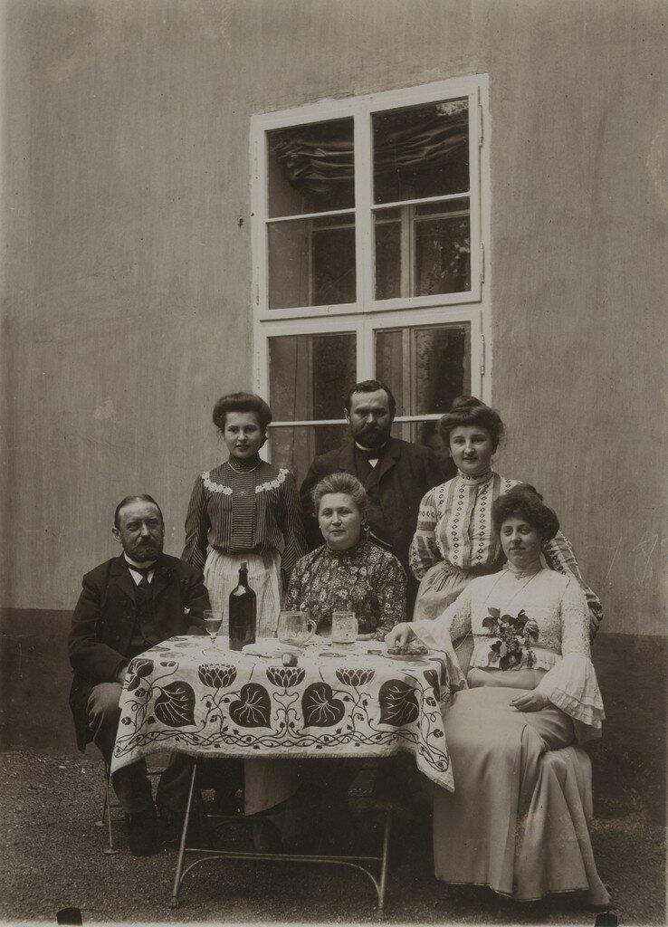 1900-е. За столом