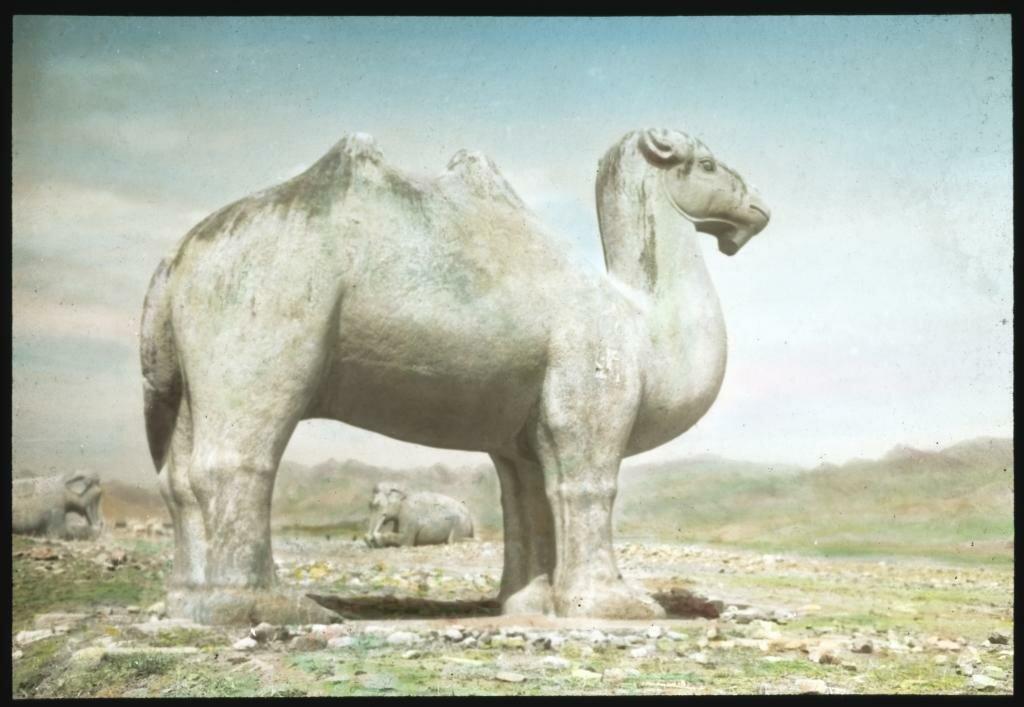 Фигуры на Дороге духов гробниц династии Мин