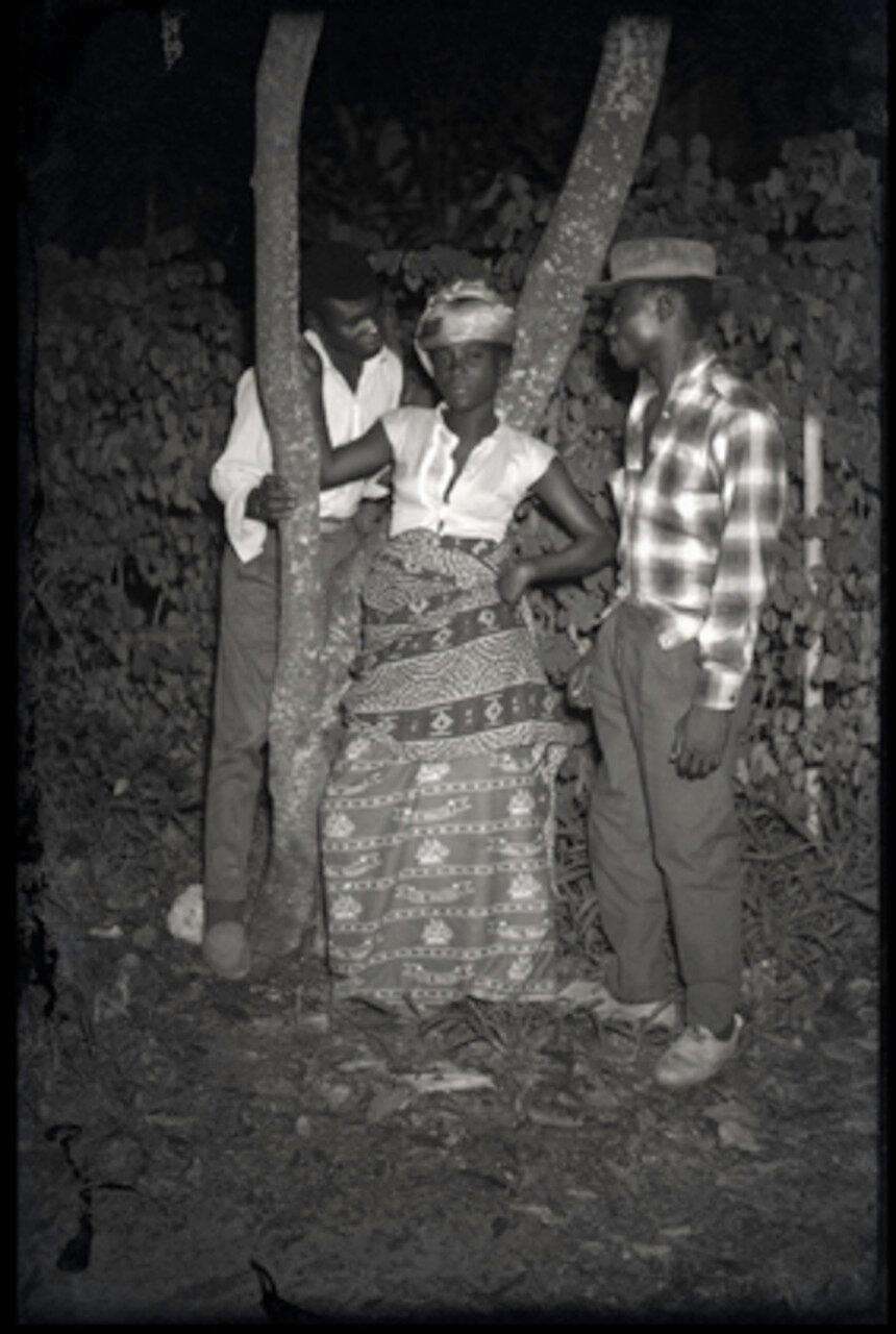 1955. Женщина в окружении двух мужчин, Киншаса