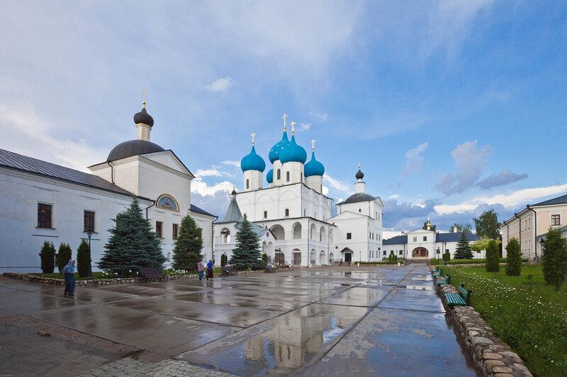 Высоцкий Серпуховской мужской монастырь