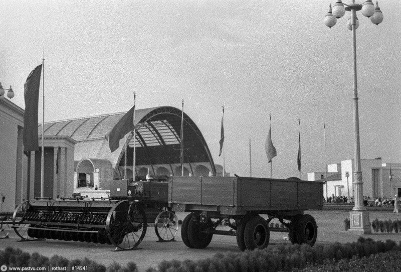 Площадь Механизации, Павильон Механизация и электрификация сельского хозяйства СССР, 1939-1941 гг.
