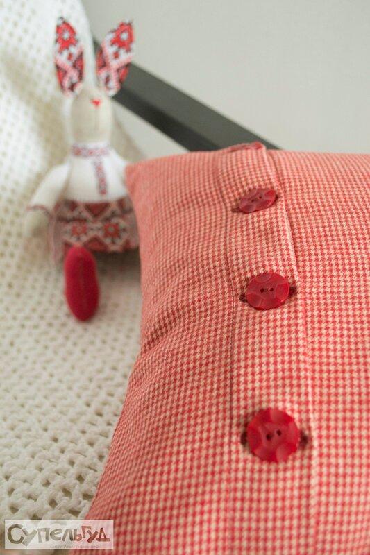 Теплые подушки для уютных вечеров