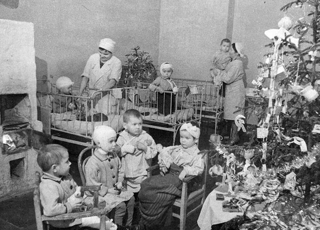В хирургическом отделении Городской детской больницы имени доктора Раухфуса.  Ленинград.