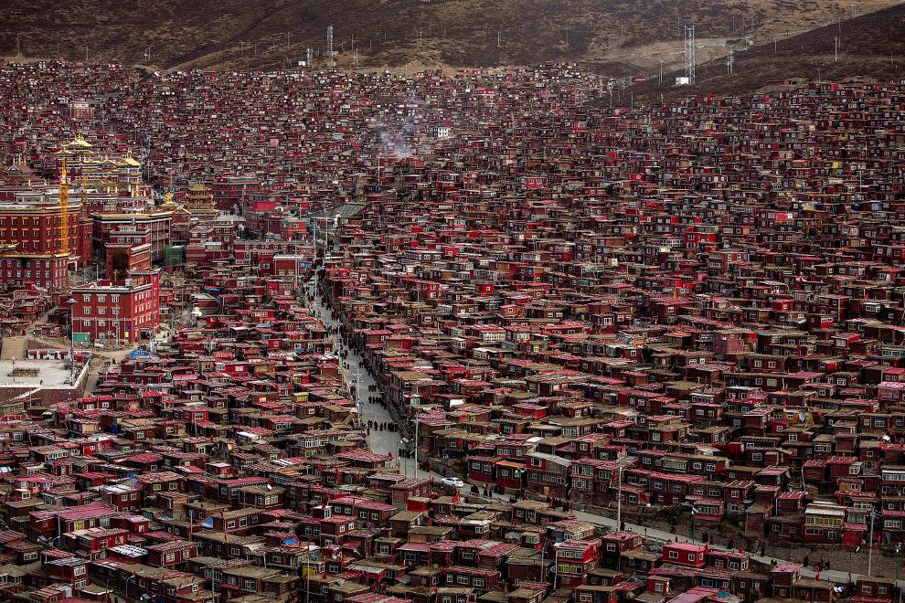16. В тибетском буддизме существует ритуал вращения молитвенных колес. Молитвенное колесо — это