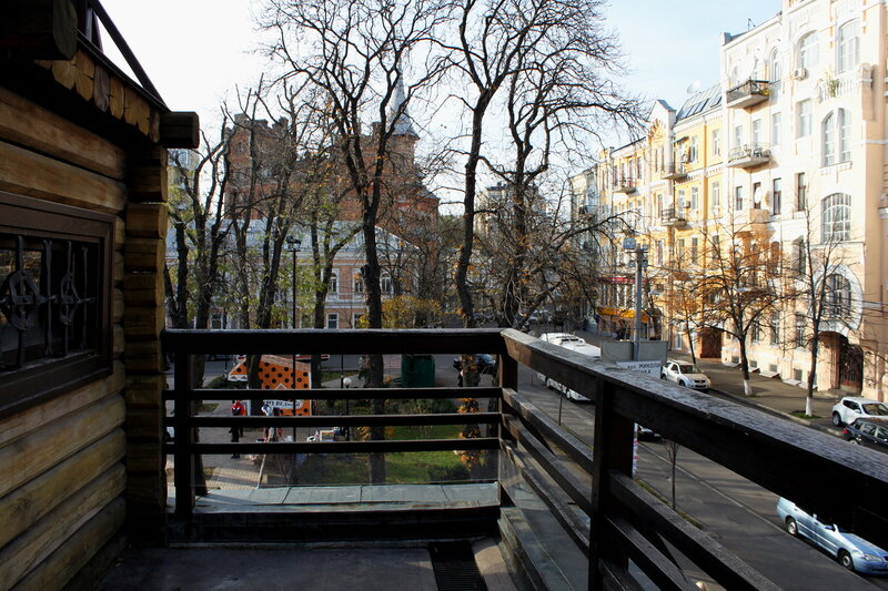 Вид с галереи на Ярославов вал