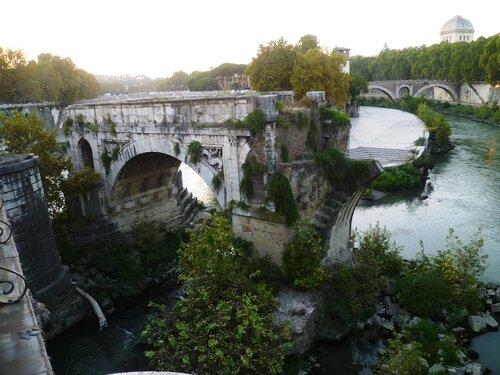 Италия. Рим. Река Тибр. Мост без выходов на берег (Italy. Rome. The river Tiber. Bridge without access to the shore).