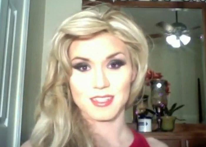 А блондинка то, не настоящая!!!