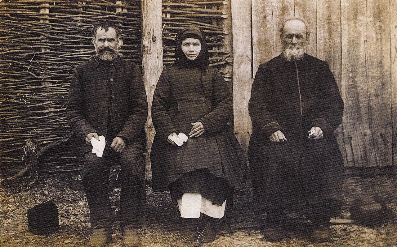 Селяне в традиционных одеждах. Село Новая Гребля, 1921 г.