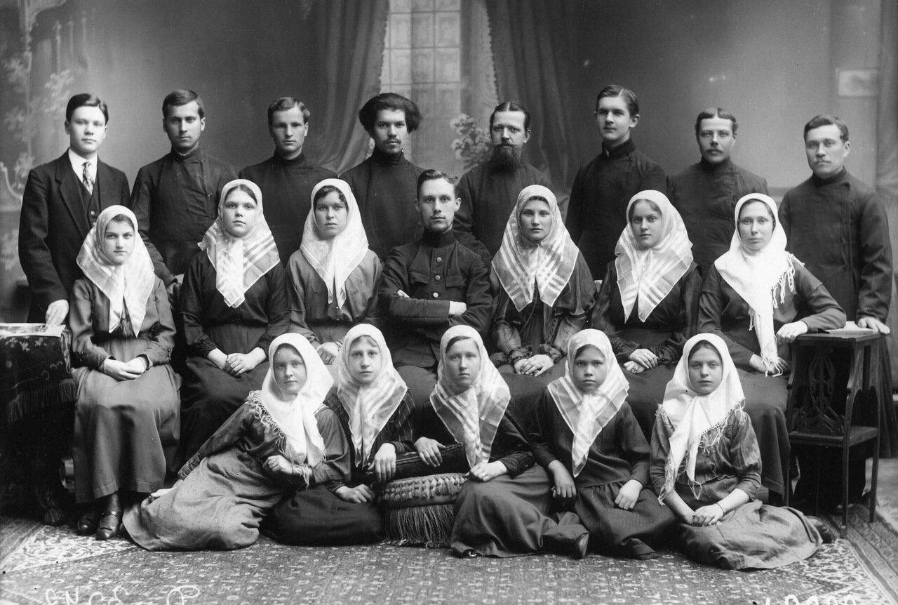 Группа участников старообрядческого хора. 1917 г. Петроград