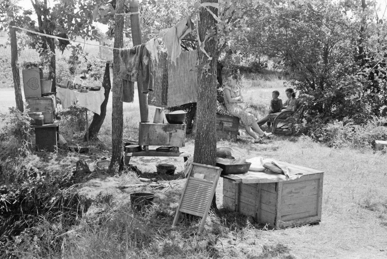 Лагерь на обочине дороги возле Спиро, Оклахома, 1939