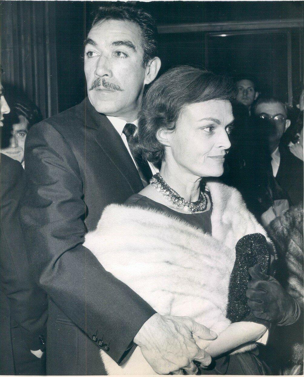 1960. Энтони Куин со своей женой Галой