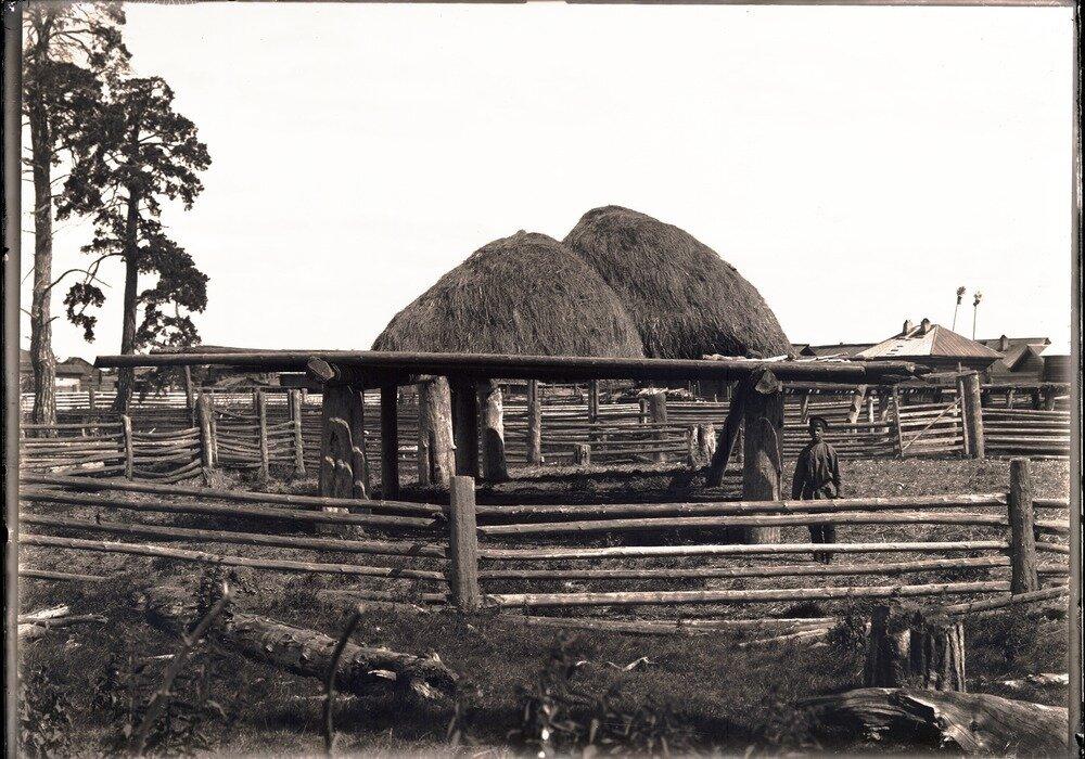 Село Накрачинское. Склад сена
