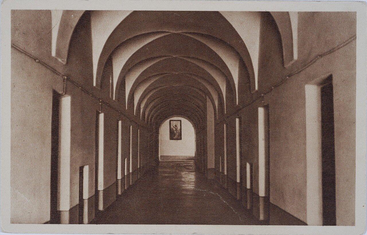 Монастырь Конгрегации Сестер Пресвятой семьи из Назарета. Коридор в монастыре