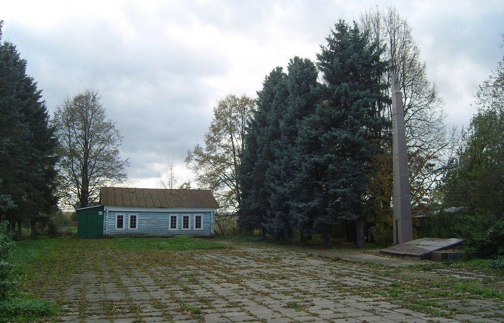 стела и музей «Лампочка Ильича» в деревне Кашино