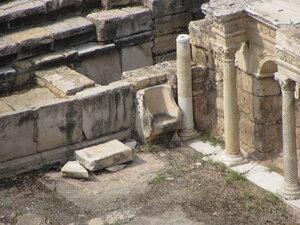 Стул возле сцены театра в Иераполисе