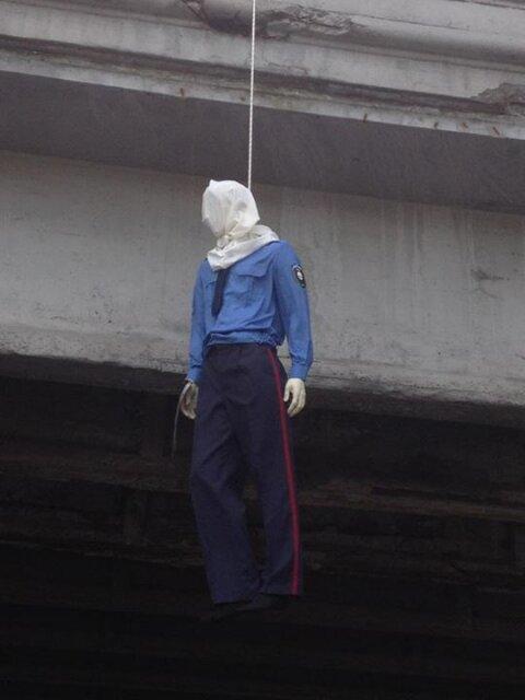 В Киеве неизвестные «повесили» гаишника