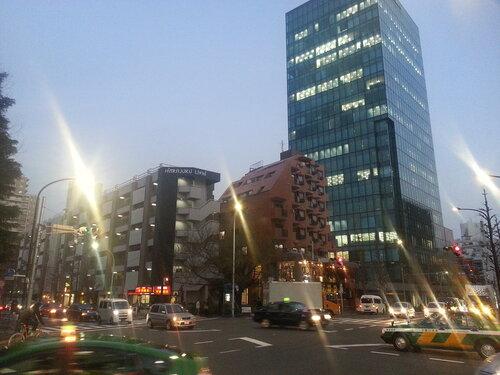 Высоких зданий те так уж много, но в целом впечатление остается все равно монументальное, возможно из-за плотности застройки