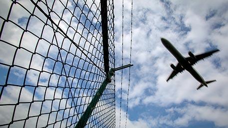 Истребители F-22 подымали наперехват летевшего наГавайи авиалайнера