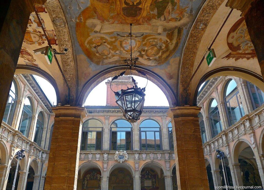 Болонья. Старое здание университета.