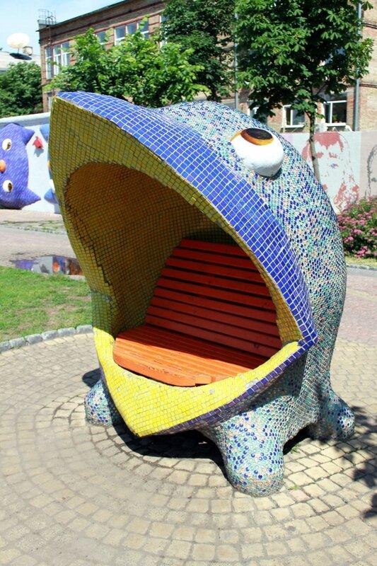 Парковая скамейка на Пейзажной аллее