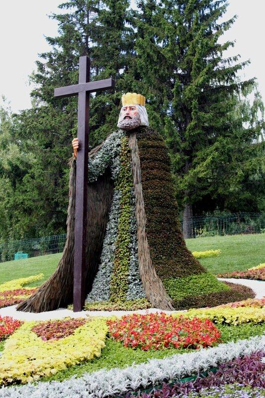 Владимир Креститель из цветов