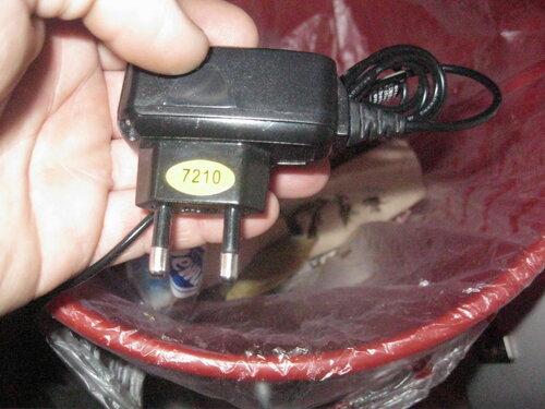 Фото 14. Этому зарядному устройству в мусорном ведре теперь самое место...