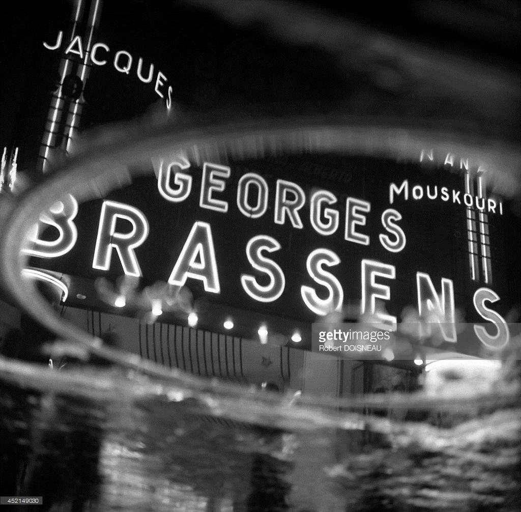 1963. Неоновые огни Олимпии для концерта Жоржа Брассенса, Париж