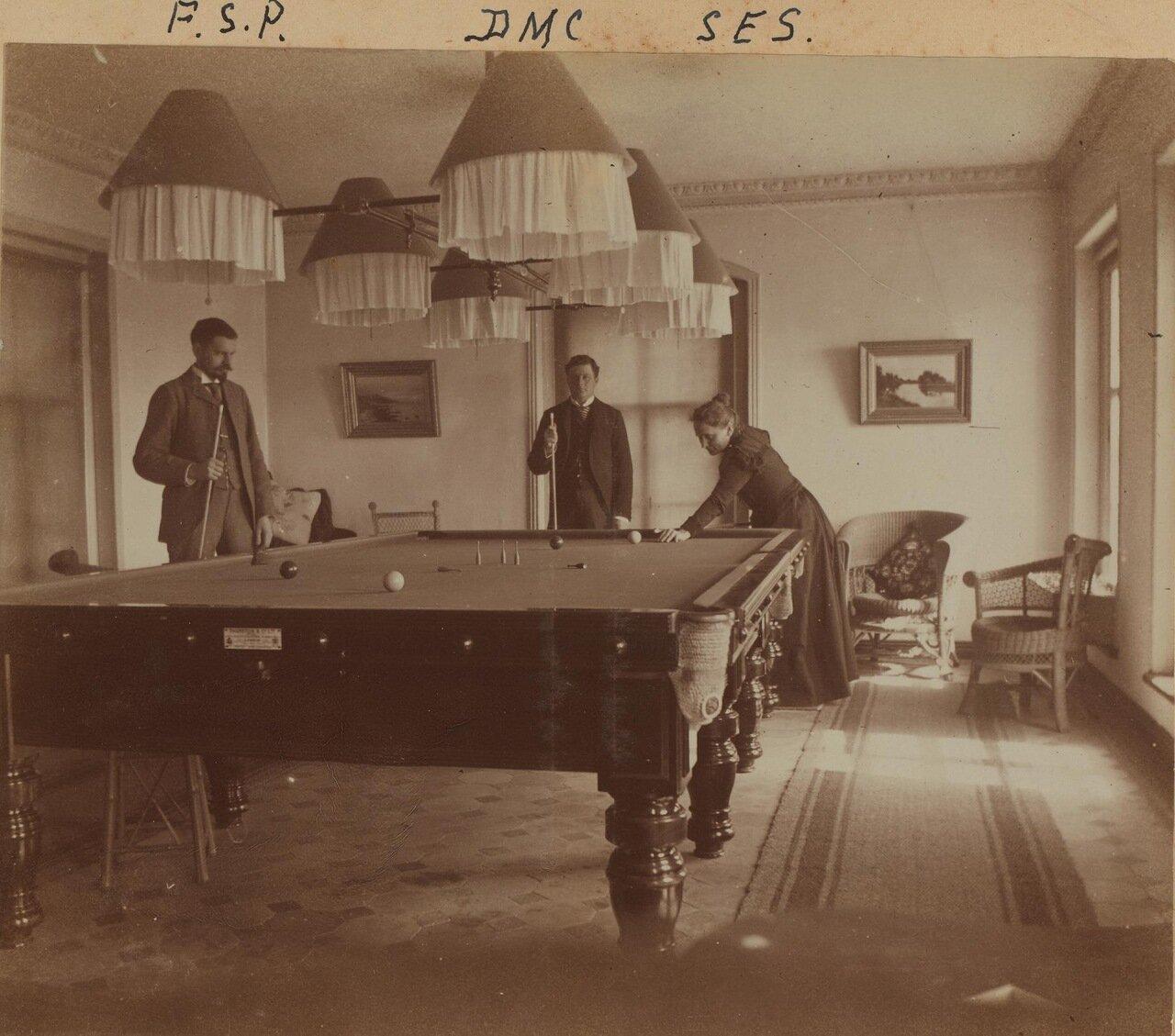 Фредерик С. Прэй, Дэвид М. Кларксон и Сара Смит за бильярдным столом в доме Смита 20 января 1898 года